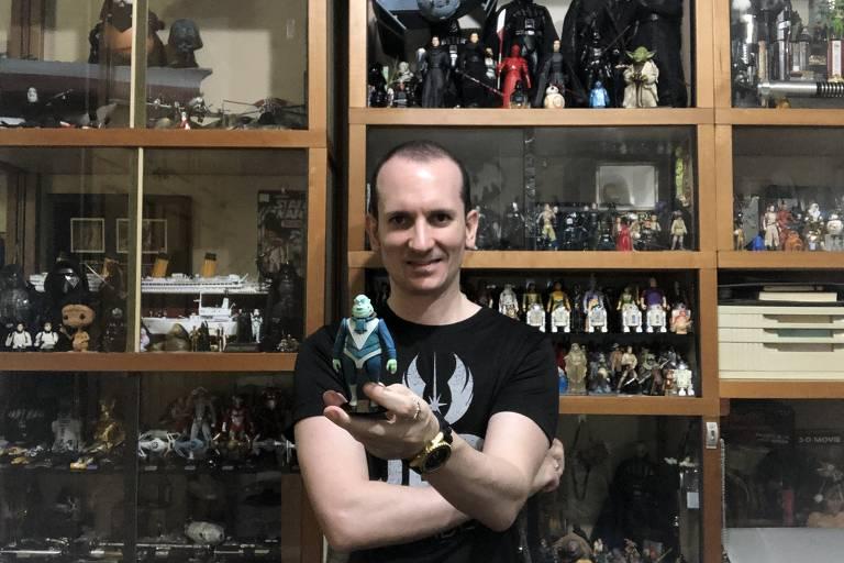 Fã de Star Wars: dentista Rodrigo Monteiro tem coleção de 2 mil itens e grupo que duela com sabres de luz