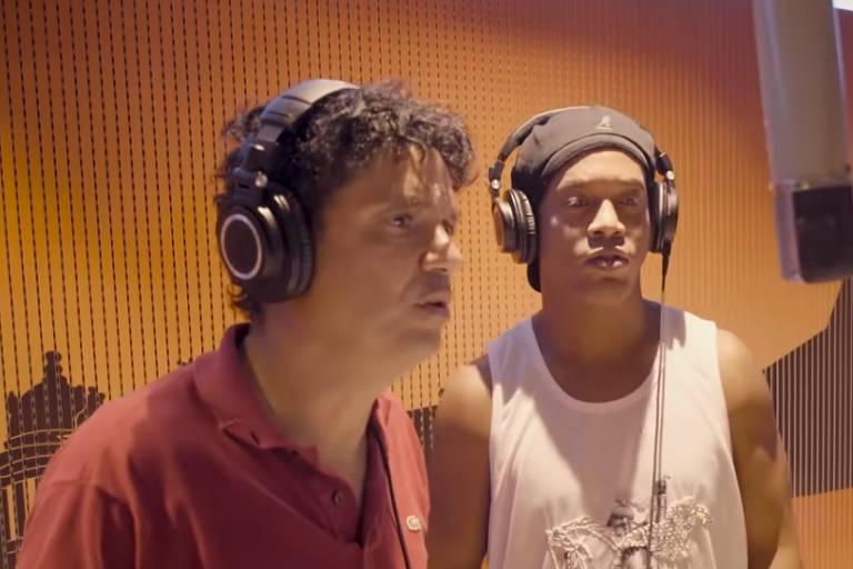 Ronaldinho Gaúcho e Jorge Vercillo cantam música