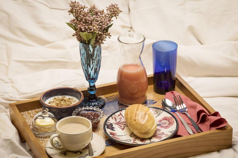 Bandeja com produtos para café da manhã