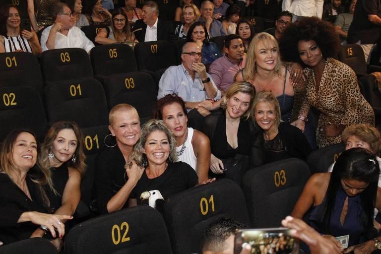 Xuxa encontra ex-paquitas em estreia de Junno em peça no Rio de Janeiro