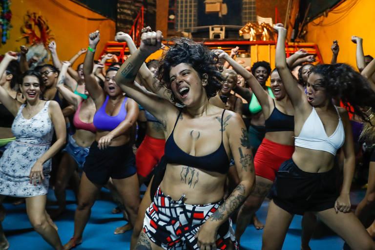 Atriz ensina mulheres a rebolar ao som de funk e ritmos africanos