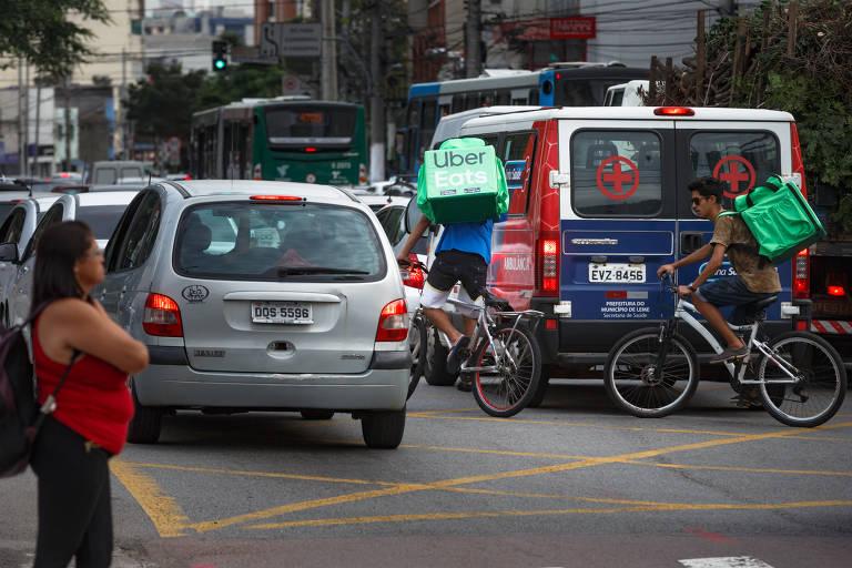 Ciclistas aguardam construção da ciclovia da Domingos de Morais