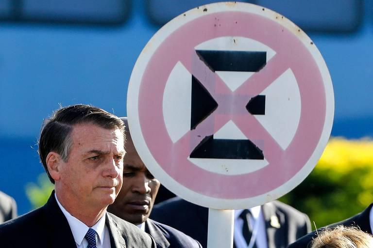 O presidente Jair Bolsonaro em frente ao Palácio da Alvorada, em Brasília, em abril deste ano