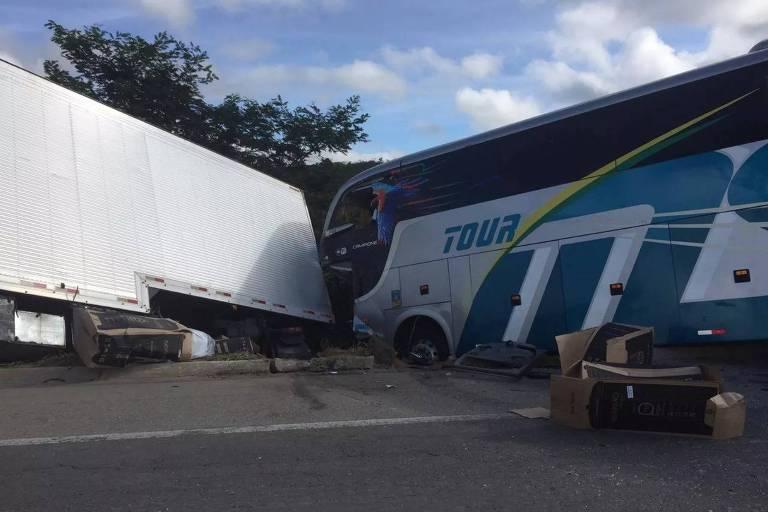 Ônibus de time sub-15 do Bahia colidiu com ônibus em Minas Gerais