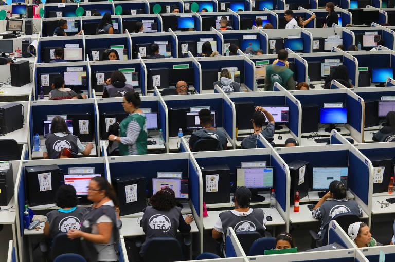 Central SP 156 da prefeitura que recebe 20 mil ligações num centro com 576 funcionários