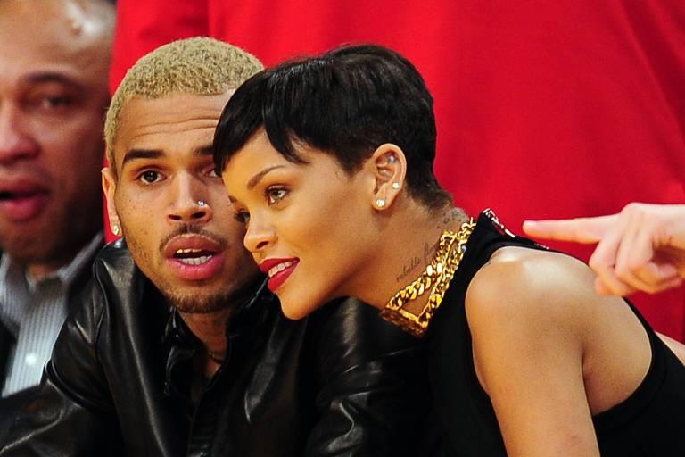 Rihanna e Chris Brown assistem jogo em Los Angeles (2012)