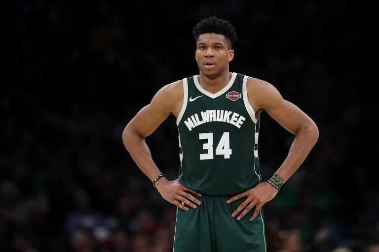 Giannis Antetokounmpo em partida do Milwaukee Bucks