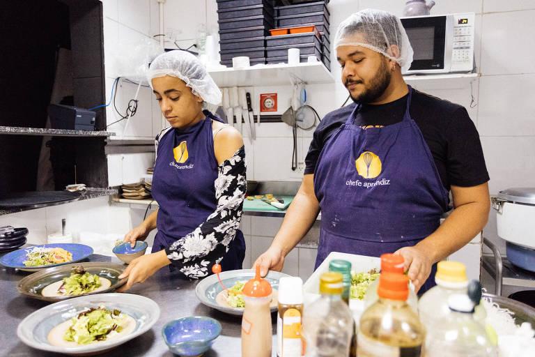 Aula do projeto Chef Aprendiz, de capacitação profissional de jovens da periferia de São Paulo