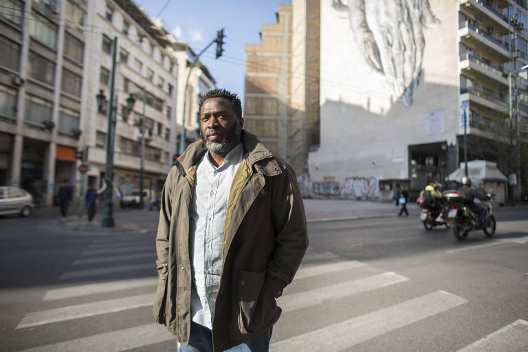 Nikos Odubitan, fundador do grupo Generation 2.0 que ajuda imigrantes a ganhar cidadania grega