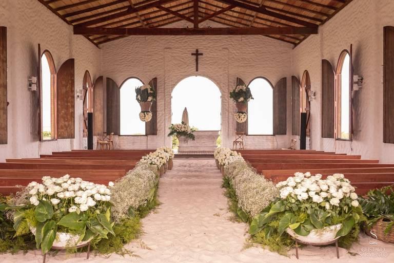 Capela dos Milagres decorada para casamento comunitário