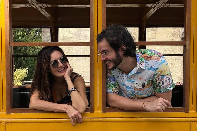 Em foto com o namorado Túlio Gadêlha, Fátima Bernardes exibe anel de compromisso na mão direita