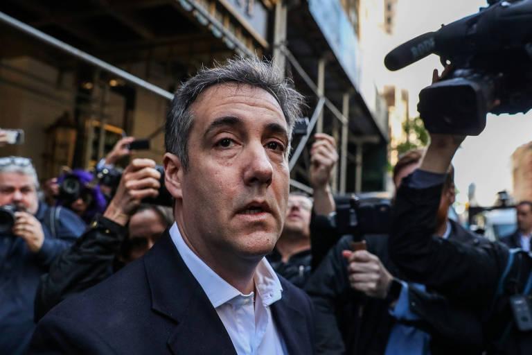 Michael Cohen, ex-advogado do presidente dos EUA, Donald Trump, ao deixar seu prédio para se apresentar à prisão
