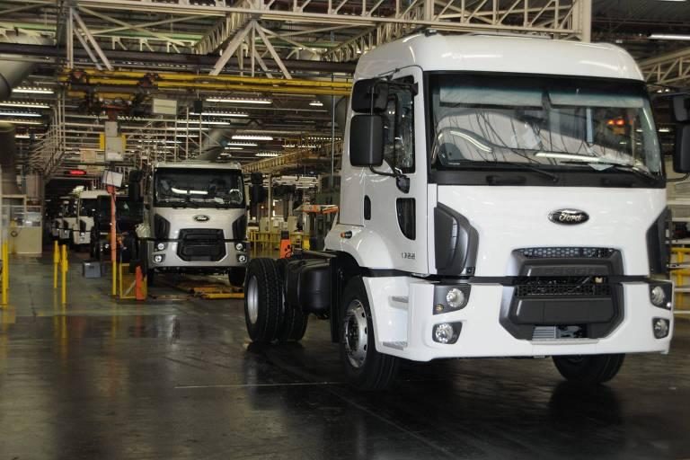 Linha de produção de caminhões da Ford em São Bernardo do Campo