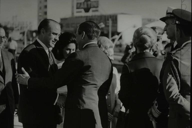 Ao encerrar sua visita, Jorge Pacheco Areco, presidente do Uruguai, despede-se do governador Abreu Sodré. (12.05.1969)