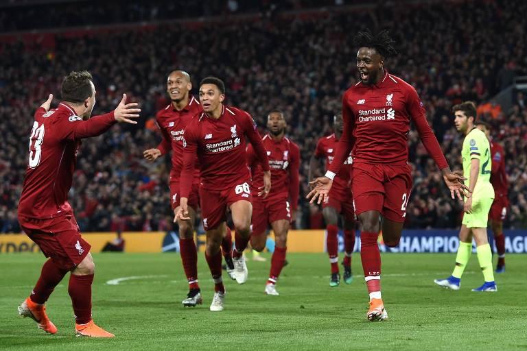 Origi (à dir.) comemora o quarto gol do Liverpool contra o Barcelona, que selou a classificação