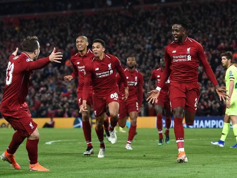 O belga Origi (à dir.) comemora com seus companheiros o quarto gol do Liverpool, que garantiu a vaga na decisão da Liga dos Campeões da Euroopa
