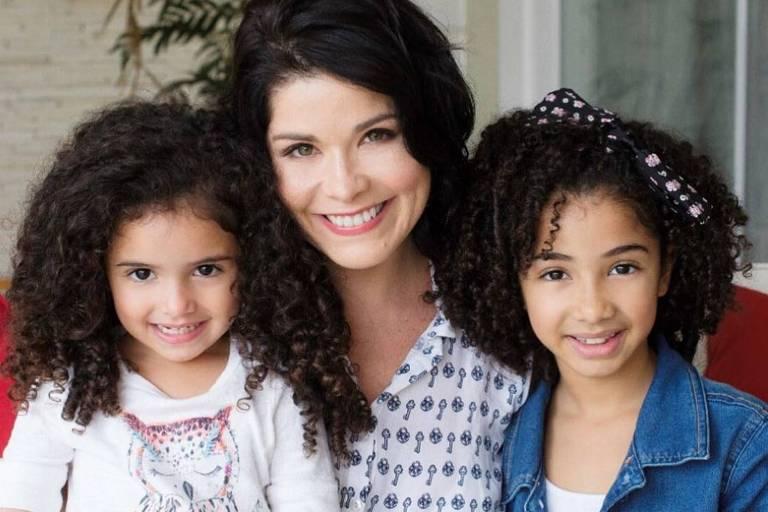 Samara Felippo com as filhas Lara, 5, e Alicia, 9
