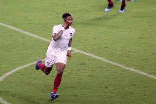Yony González, do Fluminense, comemora seu gol