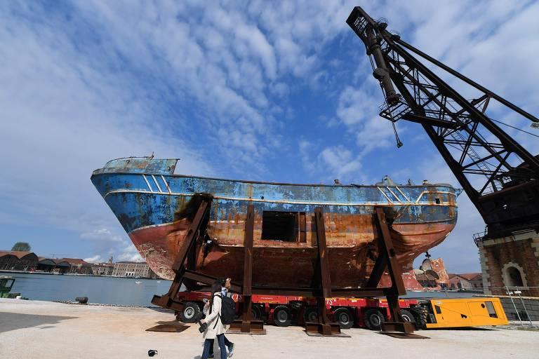 Bienal de Veneza começa com ruína de um mundo tomado por polarização e conservadorismo