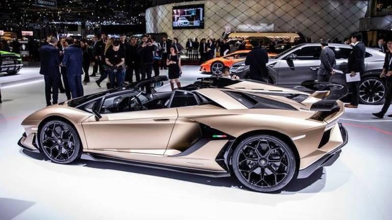 O Lamborghini que aparece em Clube de Compras Dallas só foi lançado 26 anos depois do período que o filme retrata