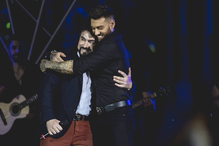 O cantor Lucas Lucco e Padre Fábio de Melo durante gravação de DVD