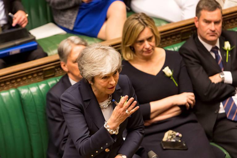 A primeira-ministra do Reino Unido, Theresa May, discursa no Parlamento, em Londres