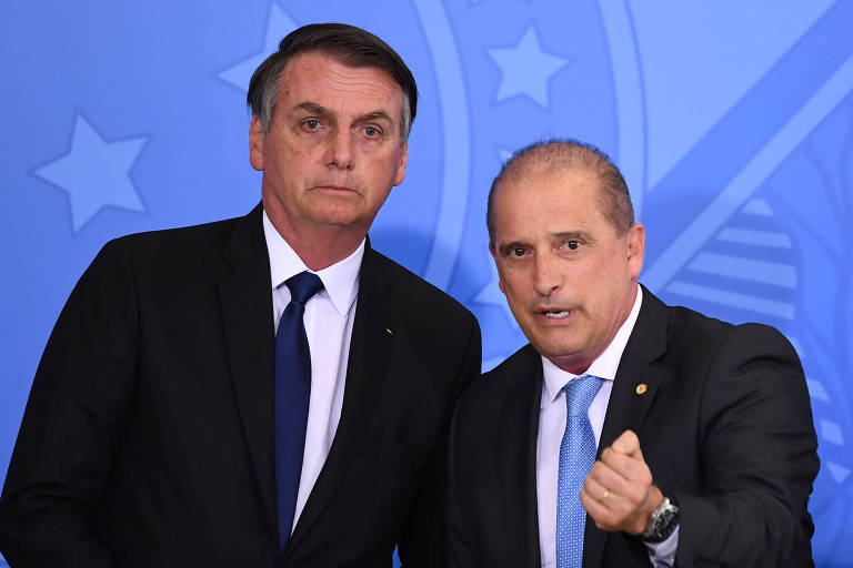 O presidente Jair Bolsonaro e o ministro da Casa Civil Onyx Lorenzoni, um ao lado do outro
