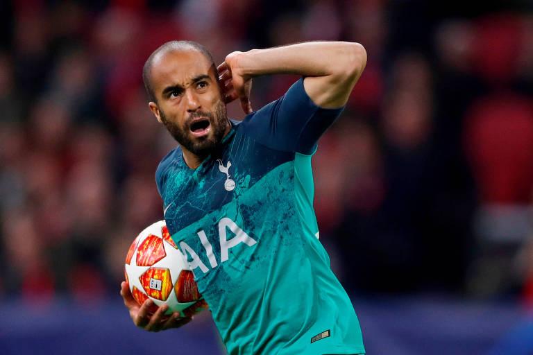 Lucas marcou os três do Tottenham e foi o herói da classificação do Tottenham à final