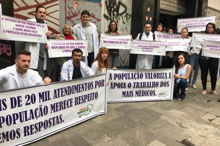Mais Médicos protestam contra fim de contrato