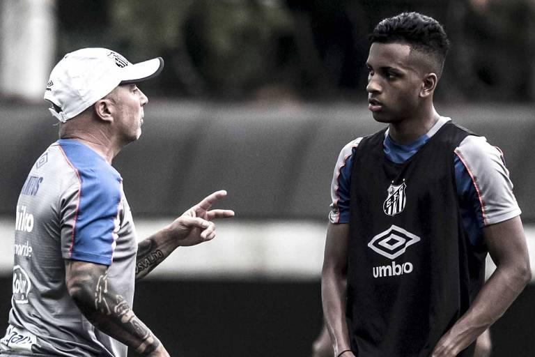 O atacante Rodrygo, que fará os seus últimos jogos pelo Santos antes de se apresentar ao Real Madrid, em julho, é orientado por Jorge Sampaoli