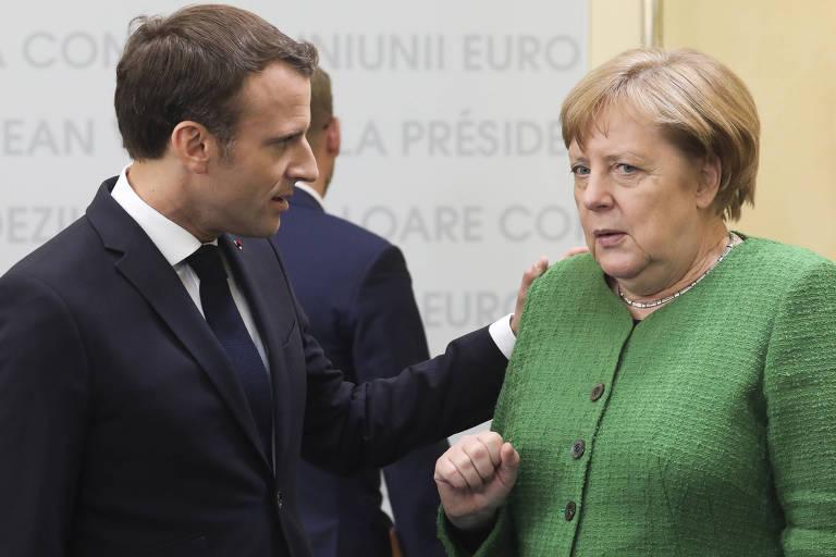 O presidente da  França, Emmanuel Macron, e a chanceler alemã, Angela Merkel, em um encontro da União Europeia na Itália