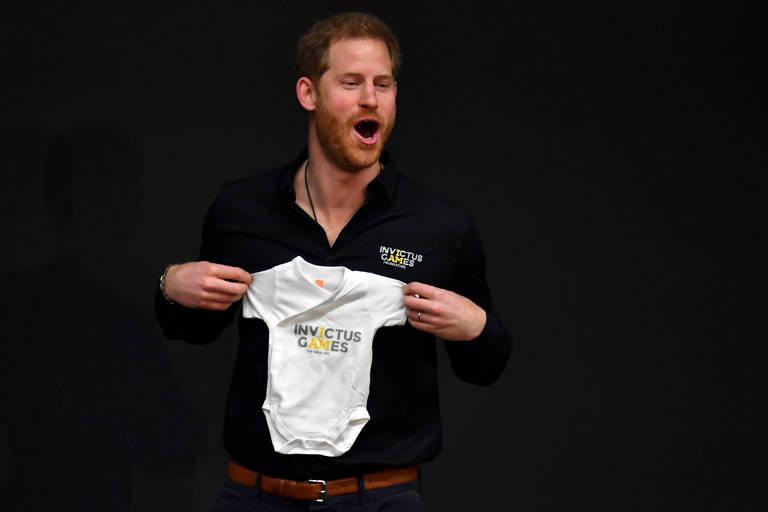 Príncipe Harry recebe body da princesa Margriet, da Holanda