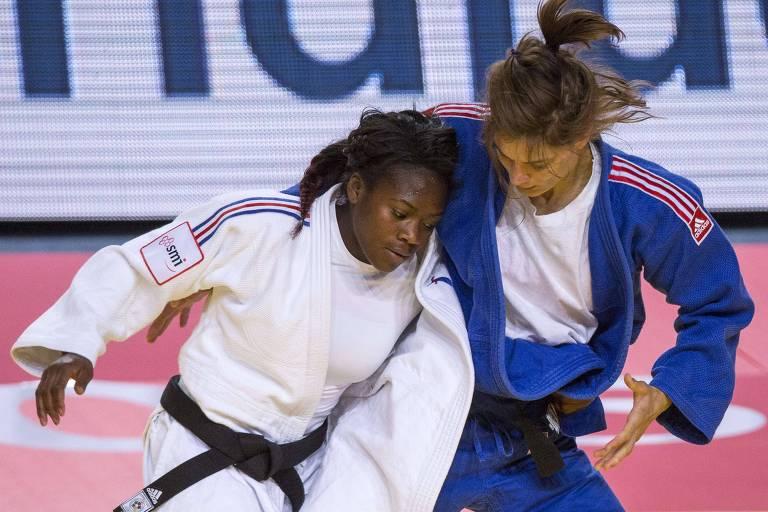 Clarisse Agbegnenou (de branco) em luta contra a austríaca Hilde Drexler no Mundial de 2015