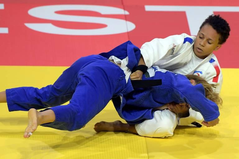 Amandine Buchard em luta contra a ucraniana Lyudmyla Piieva no Mundial de 2017