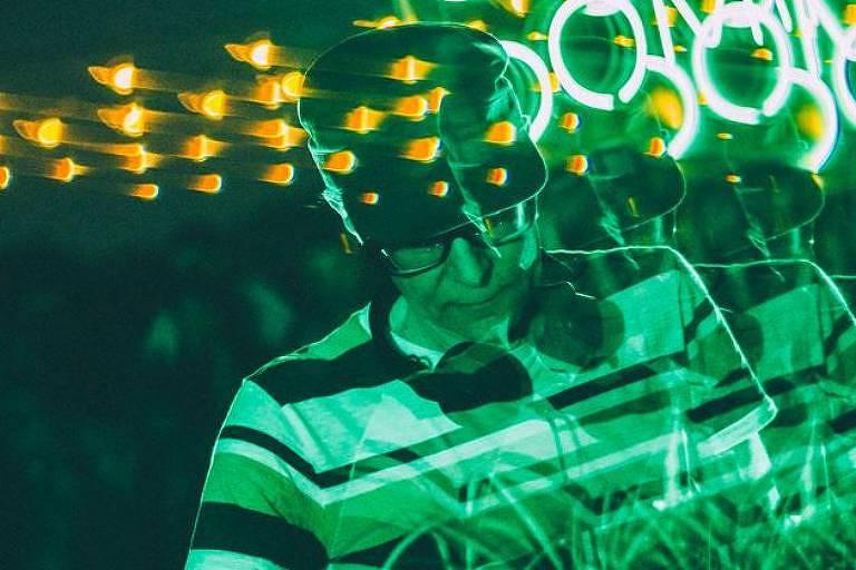 O DJ Justin Strauss