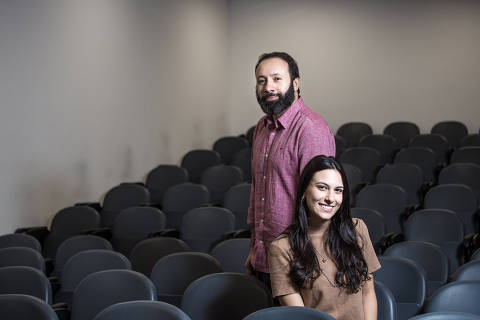 São Paulo, SP, Brasil, 06-05-2019: Isabel Maluly, 18, aluna, e Daniel Perry, 40, coordenador pedagógico do Anglo. (Foto: Alberto Rocha/Folhapress)