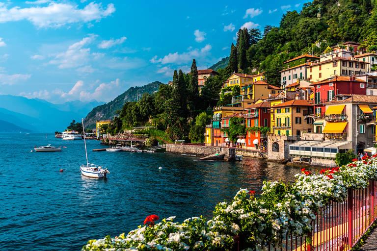 A cidade de Varenna, às margens do lago Como