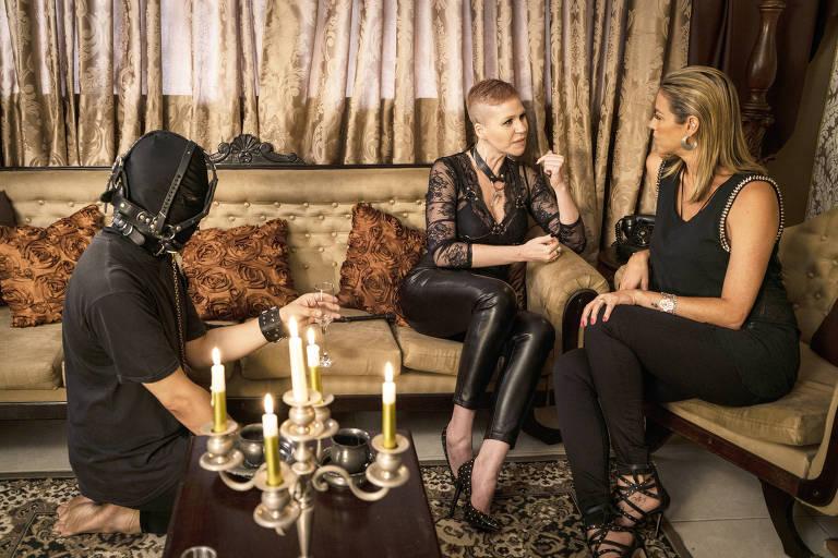Luana Piovani conversa com uma dominatriz