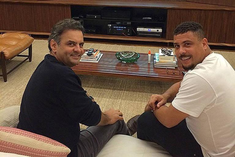 Aécio Neves e Ronaldo Nazário reunidos e sorrindo para foto publicada no Instagram do ex-jogador da seleção brasileira