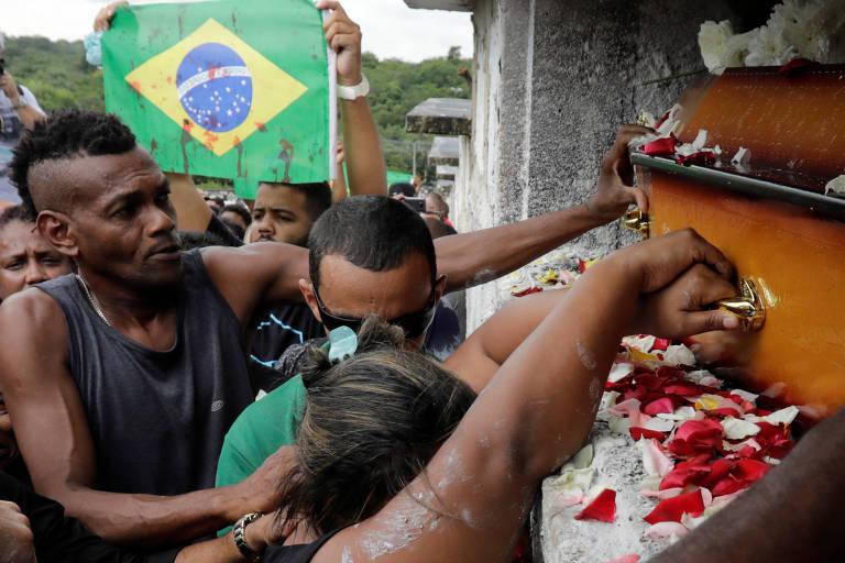 Enterro de Evaldo Santos Rosa