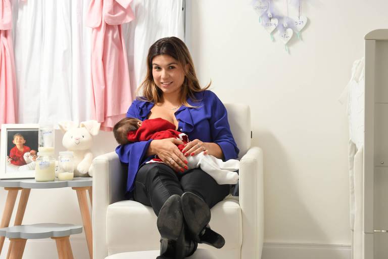 Maria Carolina, mãe de Maria Júlia, doa 750 ml de leite por semana