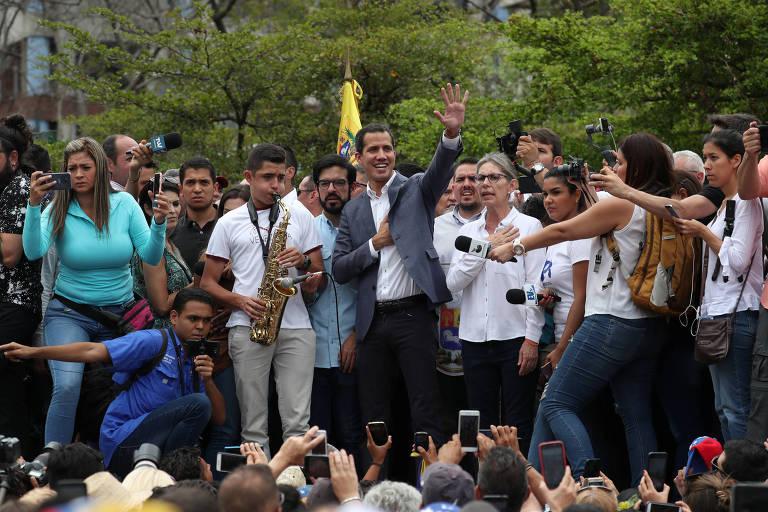 Juan Guaidó em discurso na capital Caracas neste sábado (11)
