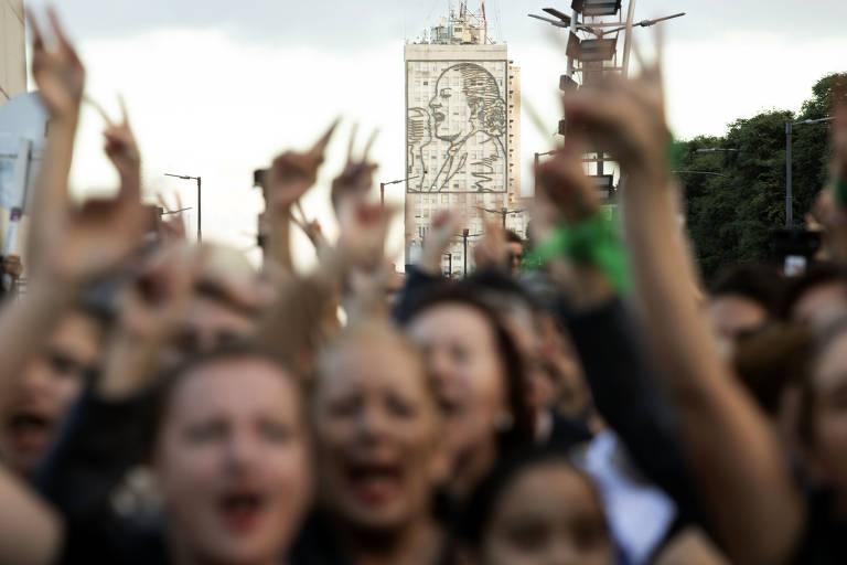 Argentinas comemoram o centenário de Evita Perón em Buenos Aires