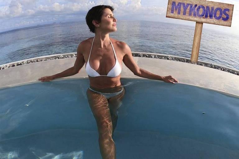 A atriz Deborah Secco anuncia ida à Grécia