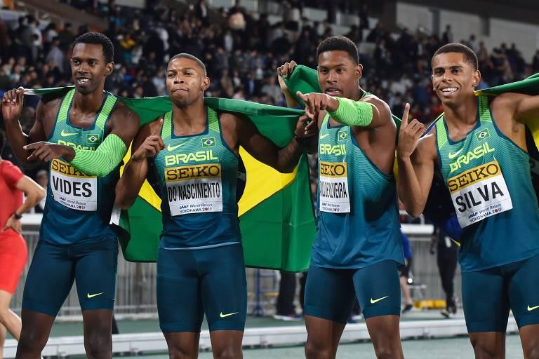 Equipe brasileira comemora a vitória nos 4x100m em Yokohama, no Japão