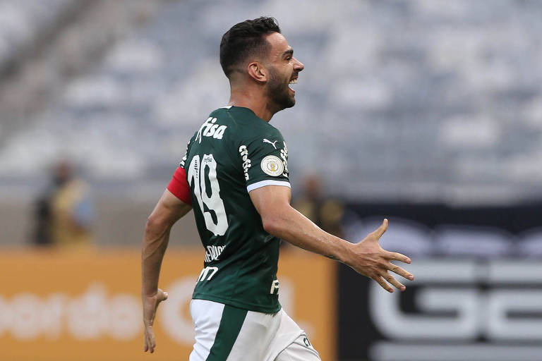 Bruno Henrique comemora gol contra o Atlético-MG