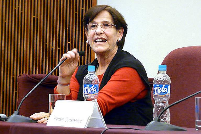 Susana Villarán, então candidata a prefeitura de Lima, Peru, em evento com estudantes