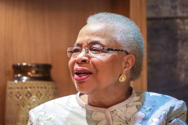 retrato da ativista moçambicana Graça Machel