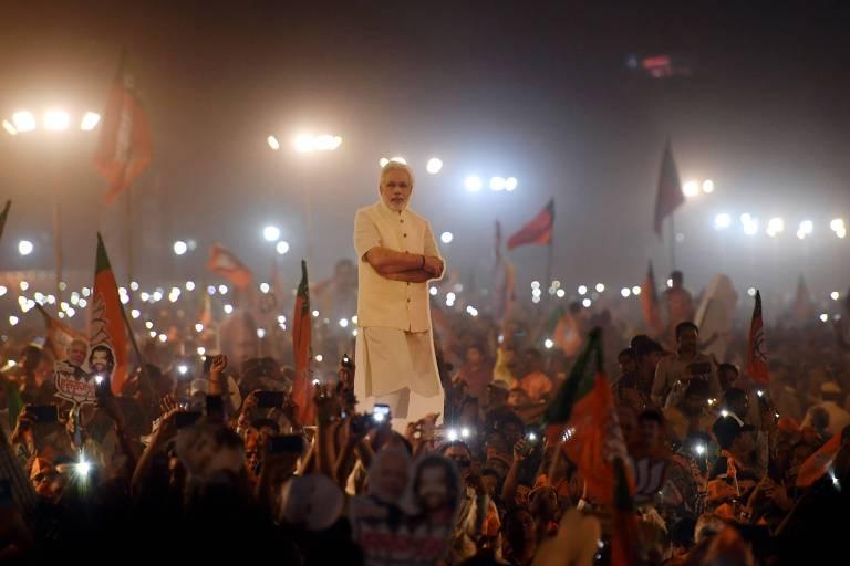 Apoiadores do primeiro-ministro da Índia, Narendra Modi, durante comício eleitoral em Nova Déli