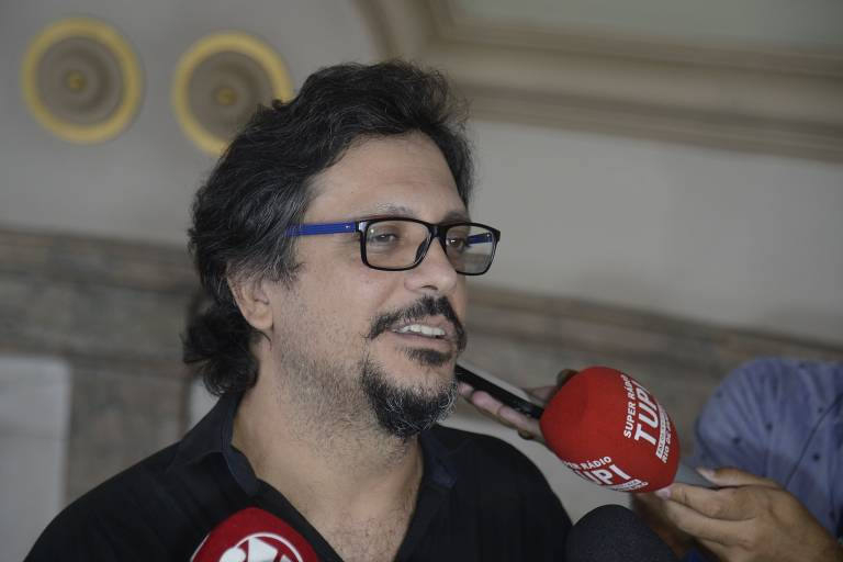 Amigos e familiares prestam último adeus ao ator Lúcio Mauro